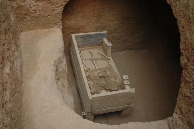 2007年河南安阳固岸墓地M57号东魏墓,夫妇合葬石棺床