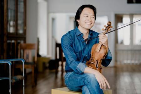 Shunske Sato sitting with violin
