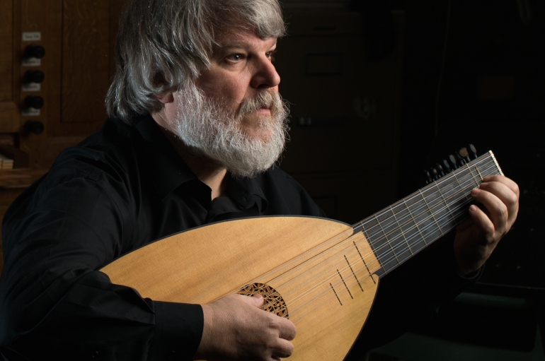 Paul O'Dette holding a lute