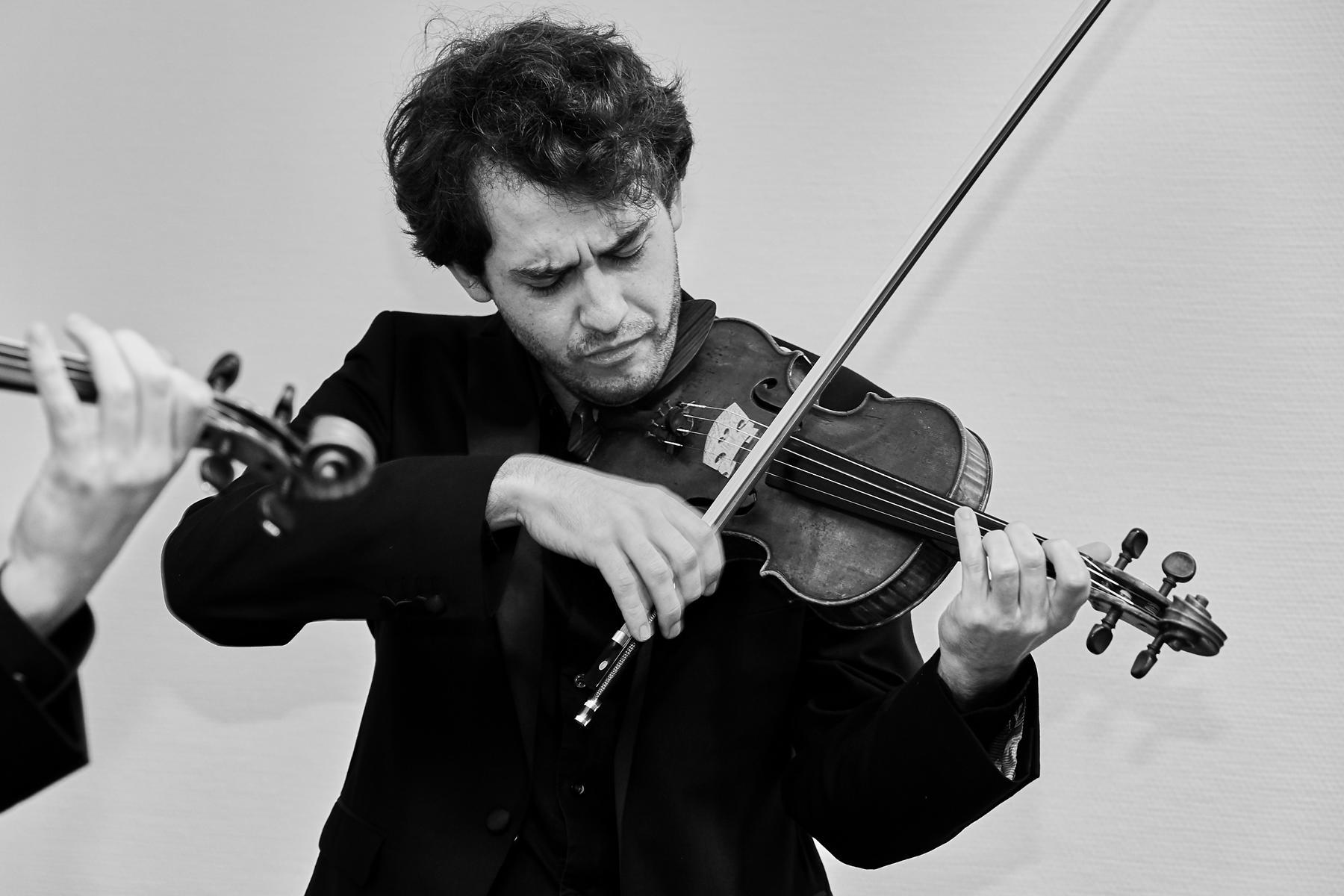 Daniel Stoll playing violin