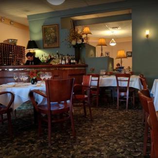 Photo of La Petite Folie's front dining room