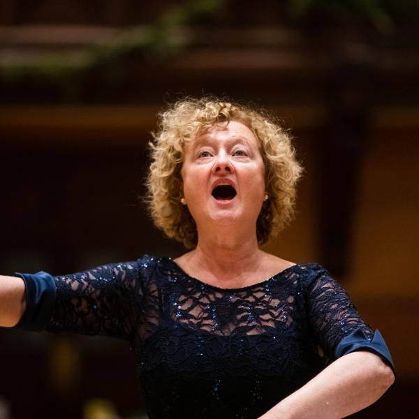 Anne Azéma singing and conducting
