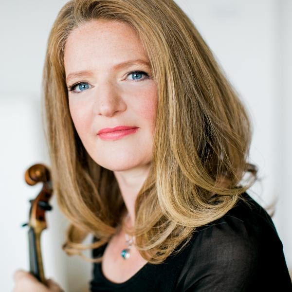 Rachel Podger holding her violin