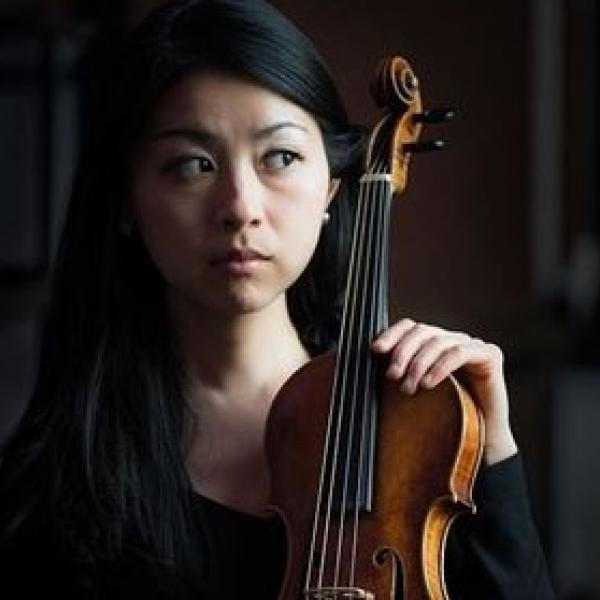 Mayumi Hirasaki holding violin