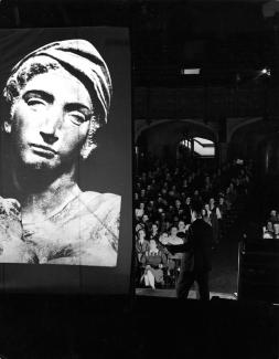 Classes, Labs, Seminars - Humanities One, 1945; UChicago Photo Archive
