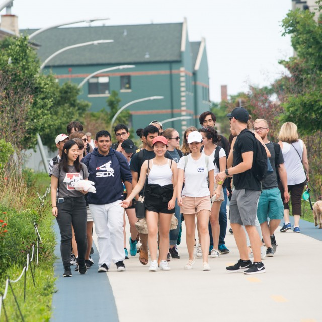 A group of students walk along the 606 walking path in Chicago.