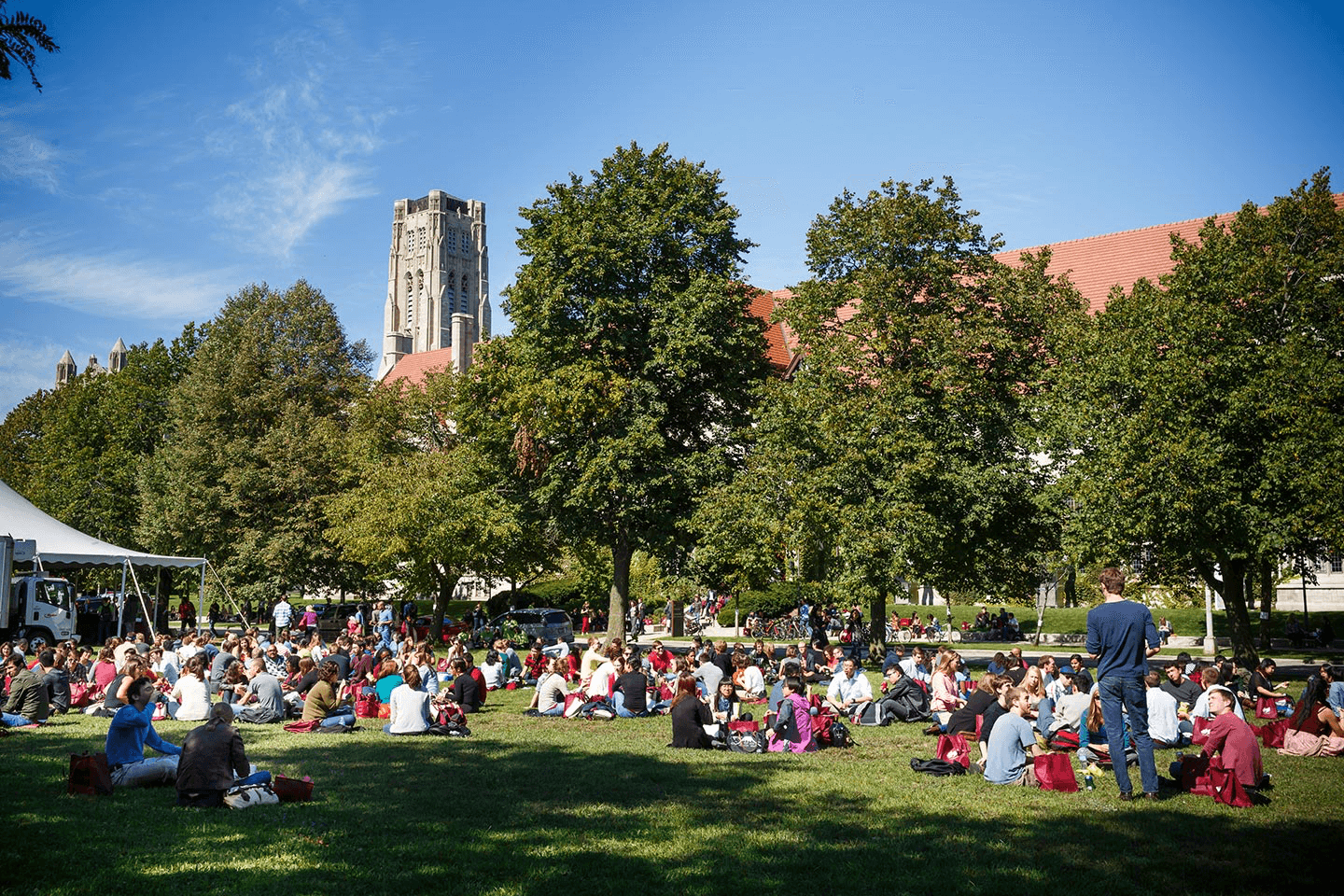 Students sitting on the UChicago campus lawn