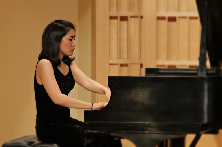 Eugenia Jeong playing at the piano