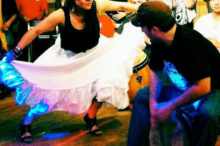 Ivelisse Diaz leading a bomba dance workshop