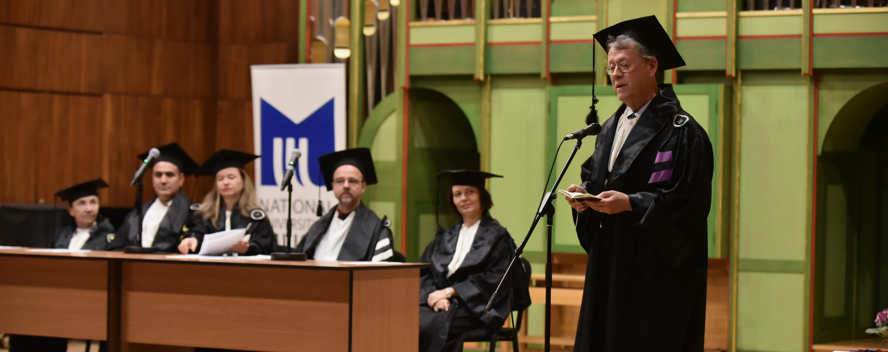 Philip Bohlman delivery acceptance of honorary doctorate at National University for Music Bucharest