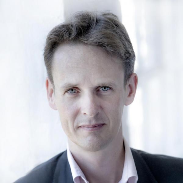 Ian Bostridge headshot